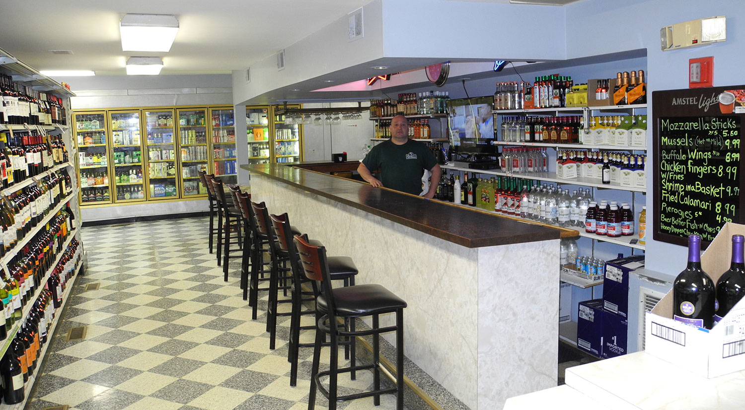 domenicos-liquer-store-bar-1