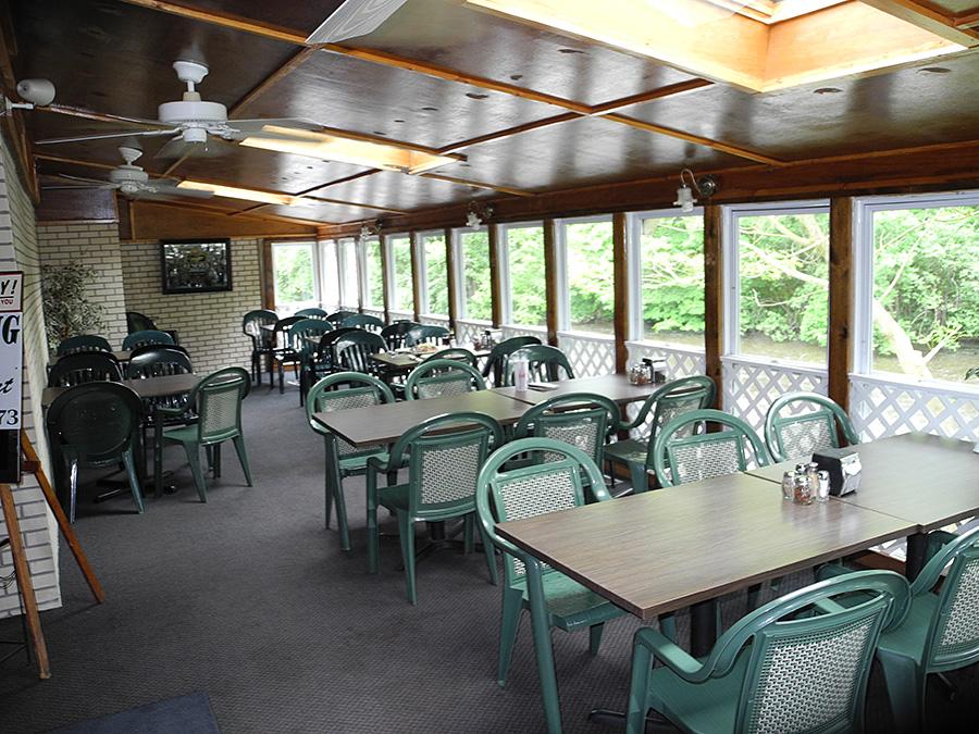domenicos-pizzeria-diningroom-1
