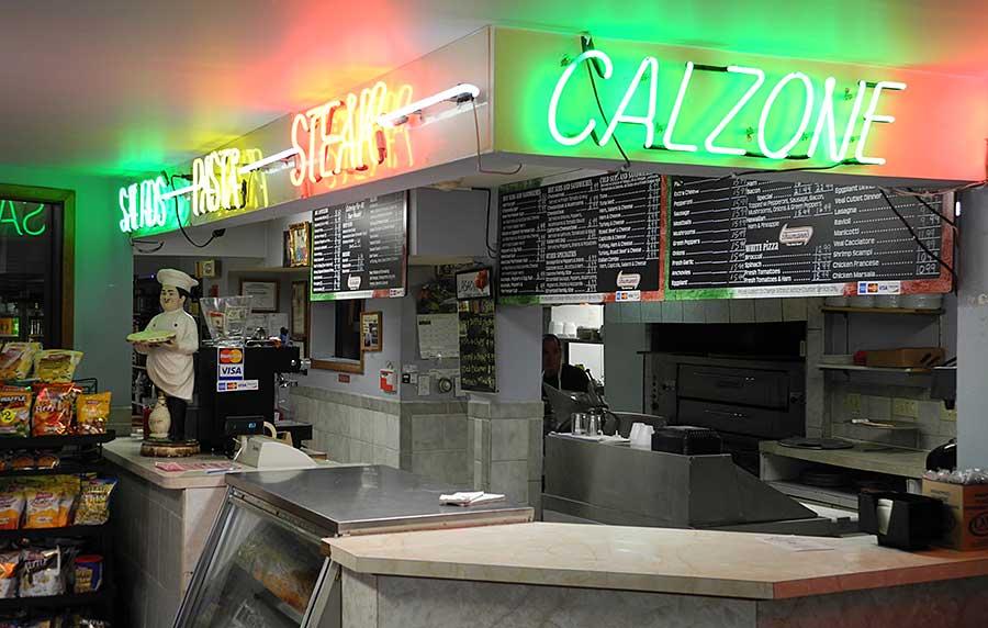 domenicos-pizzeria-liquer-store-bar-2
